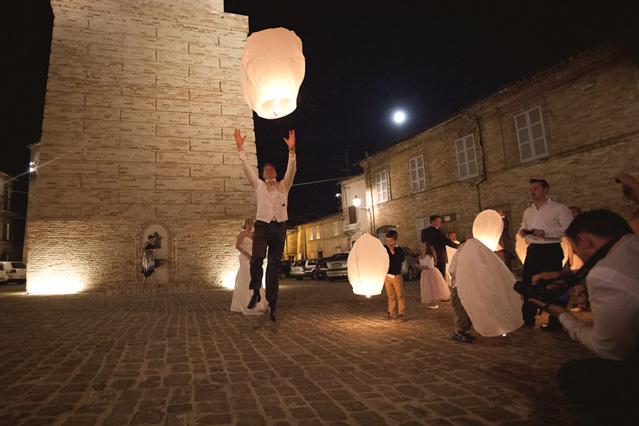 sky lanterns at an Italian wedding