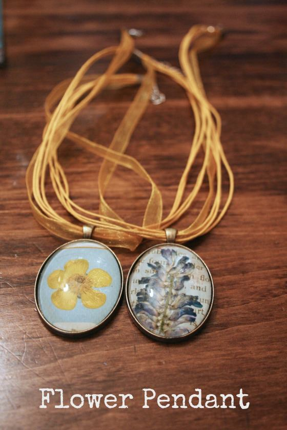 Flower Pendant Necklaces