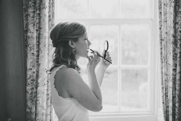 bride putting her lipstick on