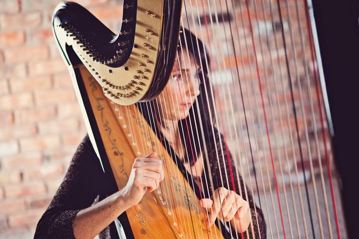 Harpist: Oona Linnett