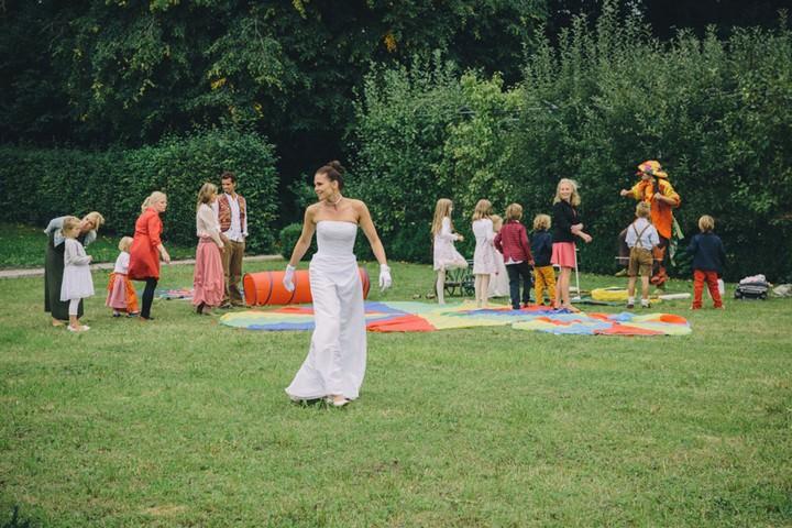 outdoor garden games at a wedding