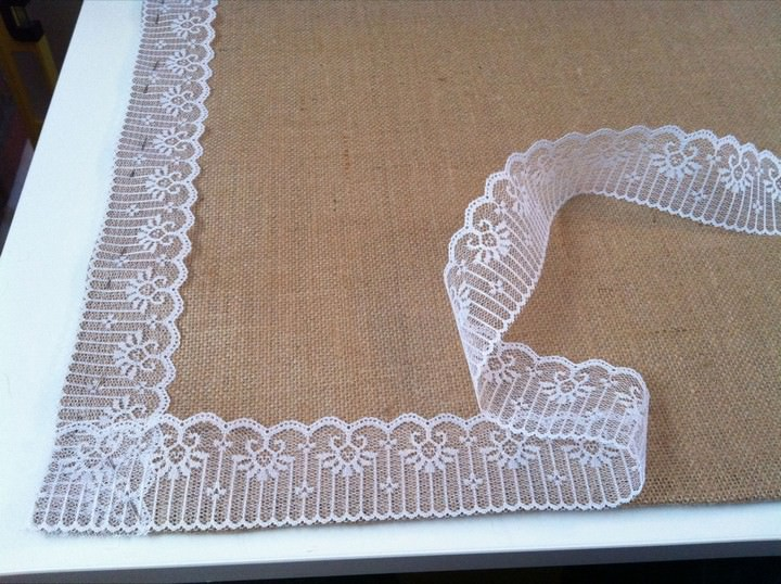 DIY Tutorial: Burlap and Lace Table Mats