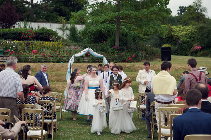 16 1950's Garden Party Wedding