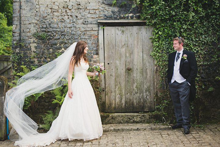 Zoe And Stephens Rustic Chic Barn Wedding By Lola Rose - Rustic Chic Wedding Dress