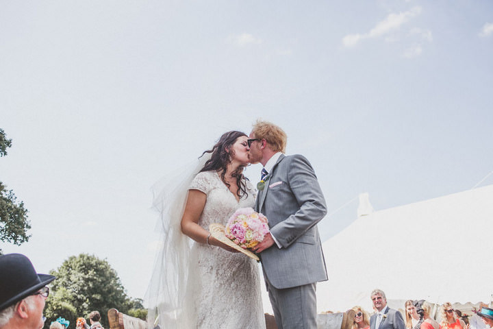 21 Relaxed Country Wedding With Florals and Lace