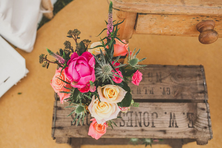 25 Relaxed Country Wedding With Florals and Lace