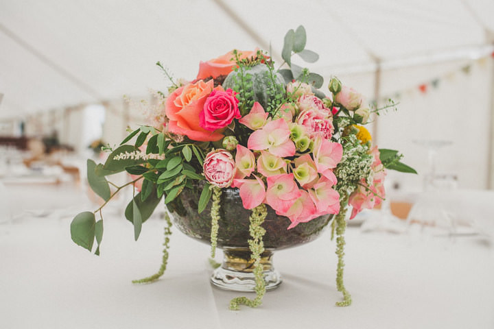 32 Relaxed Country Wedding With Florals and Lace