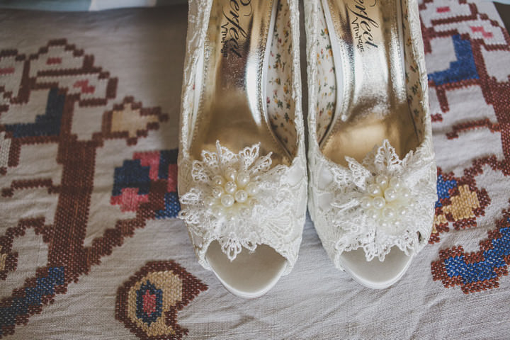 6 Relaxed Country Wedding With Florals and Lace