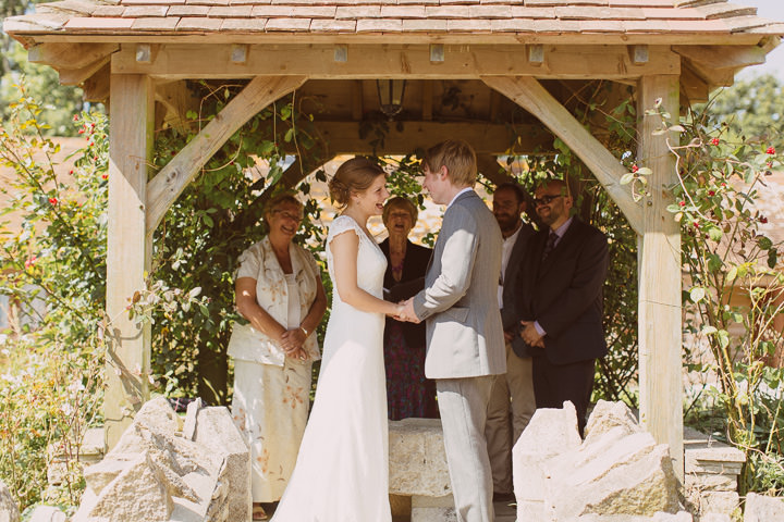 18 Sunny Countryside Barn Wedding By Paul Underhill