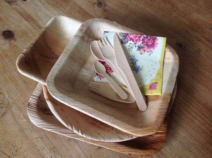 Palm leaf bio-degradable plates and cutlery from littlecherry.co.uk