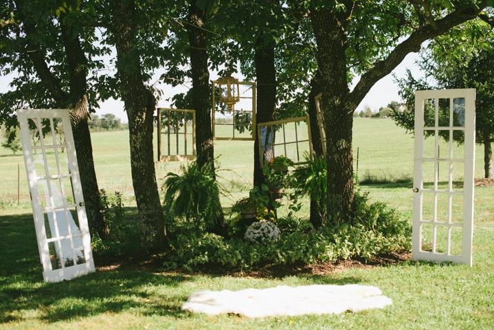 Boho Backyard Wedding : Leigh and Nick?s Outdoor Backyard ?Weddstock? Wedding By Mon