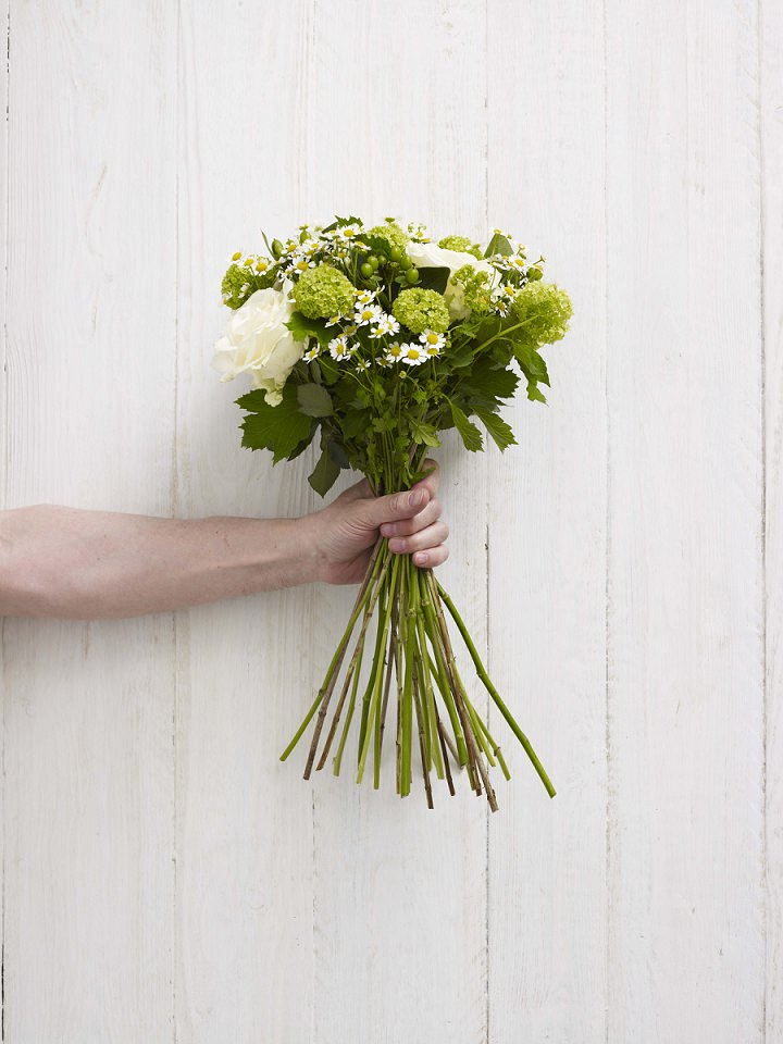 DIY Tutorial: White and Green Hand Tie Bouquet - Boho Weddings For ...