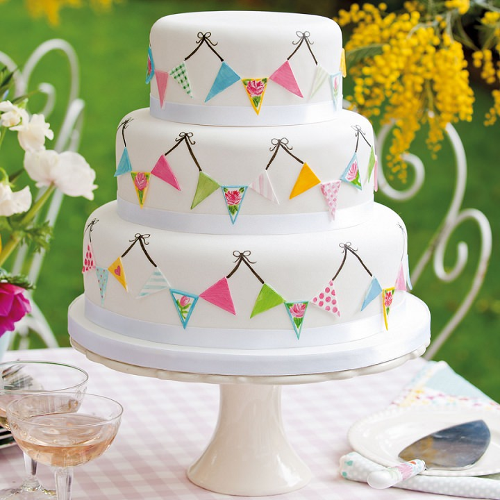 bunting-wedding-cake-victoria-glass