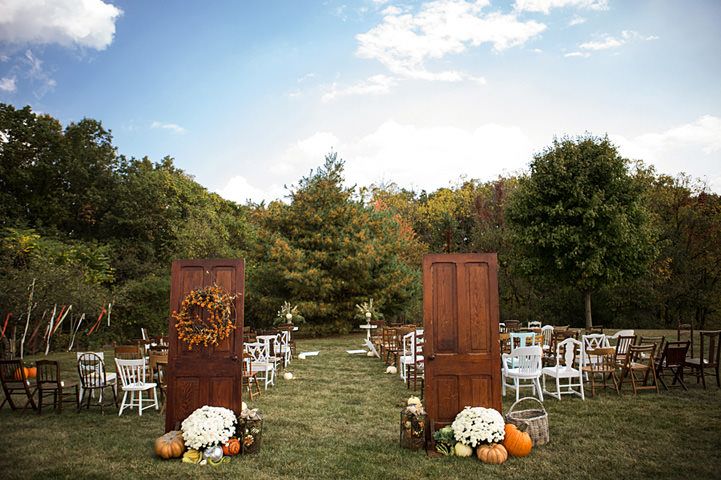 13 Backyard Wedding With a Touch of Autumn Vintage Elegance