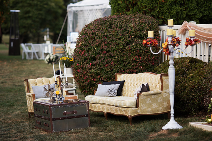28 Backyard Wedding With a Touch of Autumn Vintage Elegance