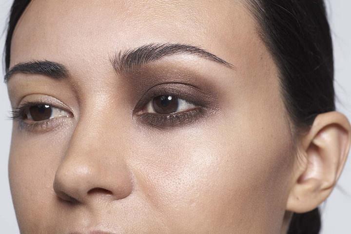 3 10 minute make up - Chocolate eyes
