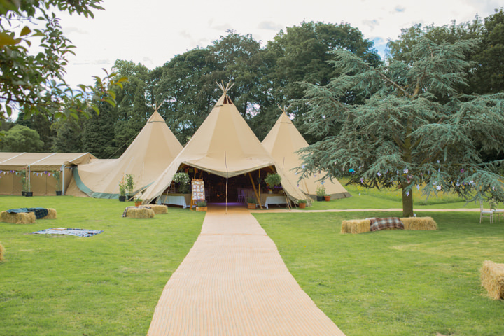 5 Frances & Iain's English Garden Tipi Wedding. By Pam Hordon
