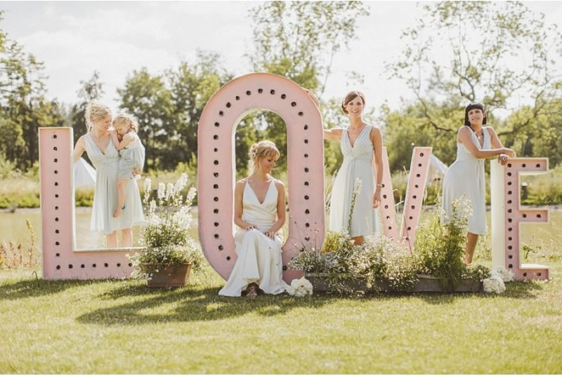 An-Epic-DIY-Bohemian-Wedding-At-Ratfyn-Farm-With-A-Jenny-Packham-Dress-And-A-Humanist-Ceremony-And-A-Peach-Colour-Scheme-Photographed-By-Ed-Peers._0006