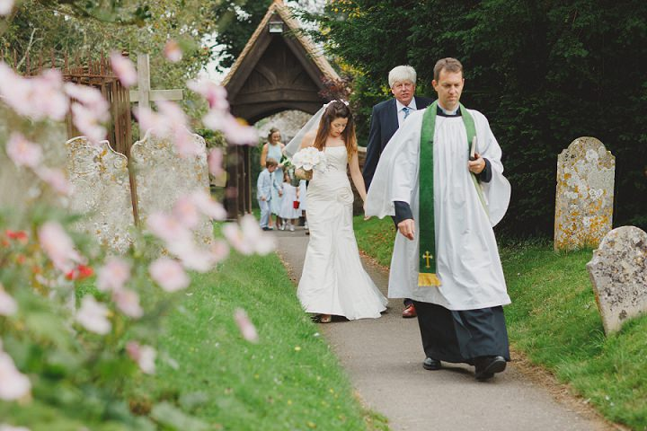 21 Laid Back Garden Wedding By Nicki Feltham Photography