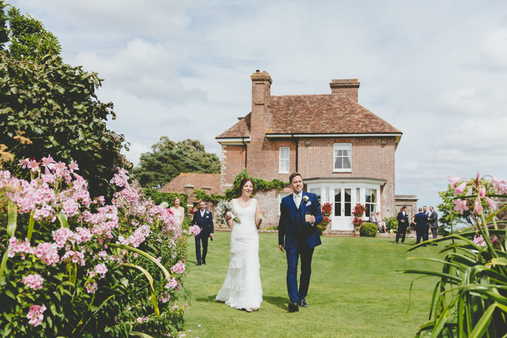31 Relaxed Garden Wedding By Paul Underhill