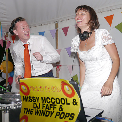 Stick It On Wedding Pics-MAIN PIC