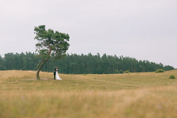 17 Barefoot, Swedish Wedding. By Loke Roos