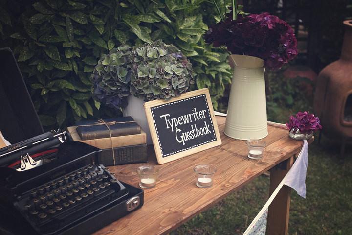 25 Backyard Wedding. By Benni Carol Photography.