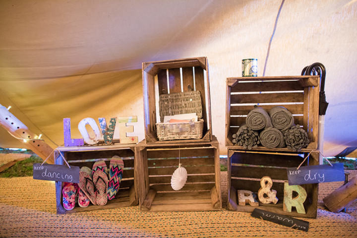 28 Relaxed Tipi Wedding by Binky Nixon Photography