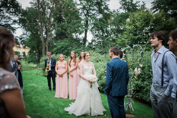 Outdoor Swedish Wedding outdoors ceremony in Göteborg By Loke Roos Photography