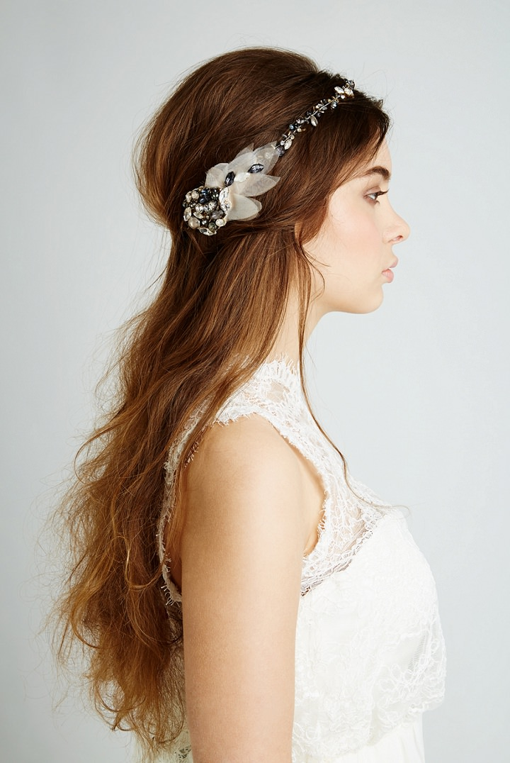 Whether you are searching for vintage hair accessories or hair pieces from prom, you're sure to find a fabulous retro gem that's been handpicked with all of our UV Darlings in mind. Beautiful pin up hair flowers and feather embellished deco hair clips are the perfect vintage-inspired hair .