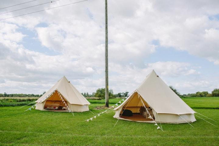 Romantic and Yurts Wedding Inspiration