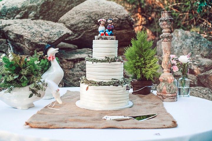 Rustic California Wedding Cake By London Light Photography