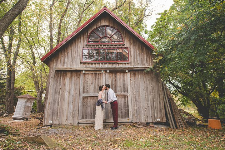 Wedding couple kissing in Pennsylvania By BG Productions