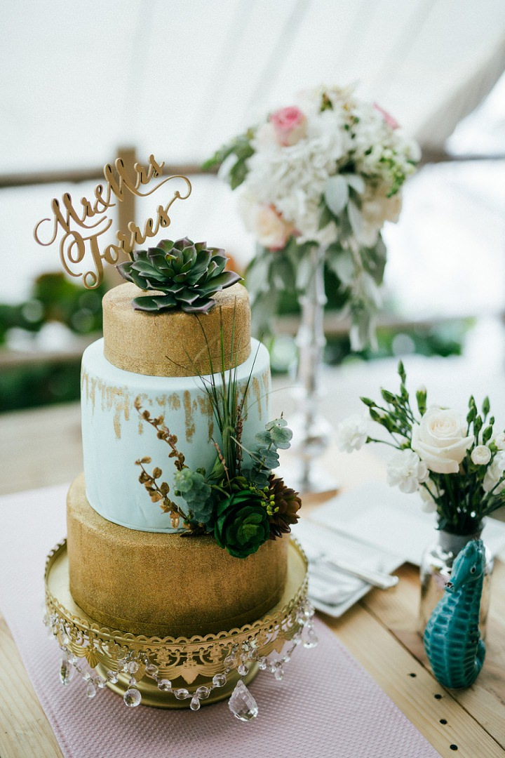 Beach wedding cake in the Dominican Republic By Asia Pimentel Photography