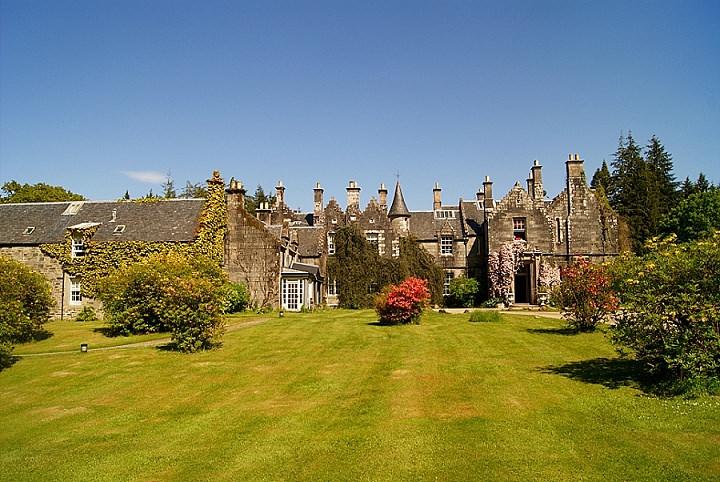 Boho Loves: Fairytale Scottish Weddings at the Ardanaiseig Hotel, West Highlands