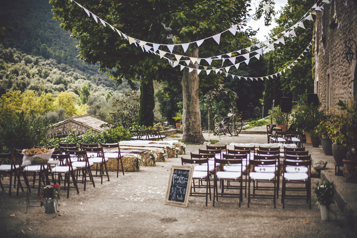7-pretty-pastel-garden-wedding-in-mallorca-by-ana-garcia-photography
