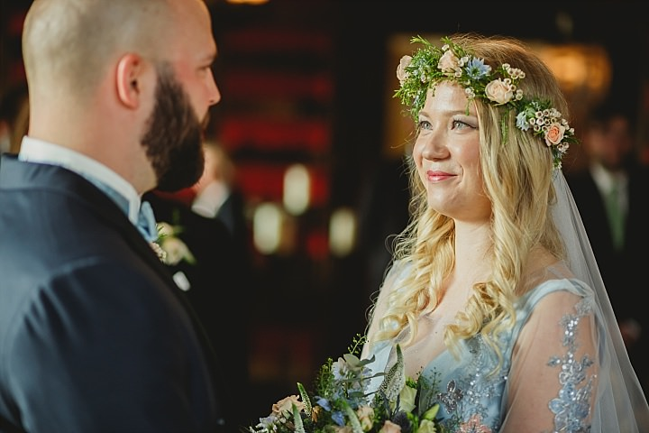 Why Your Friend Shouldn't Photograph Your Wedding (Unless They Are A Professional!)