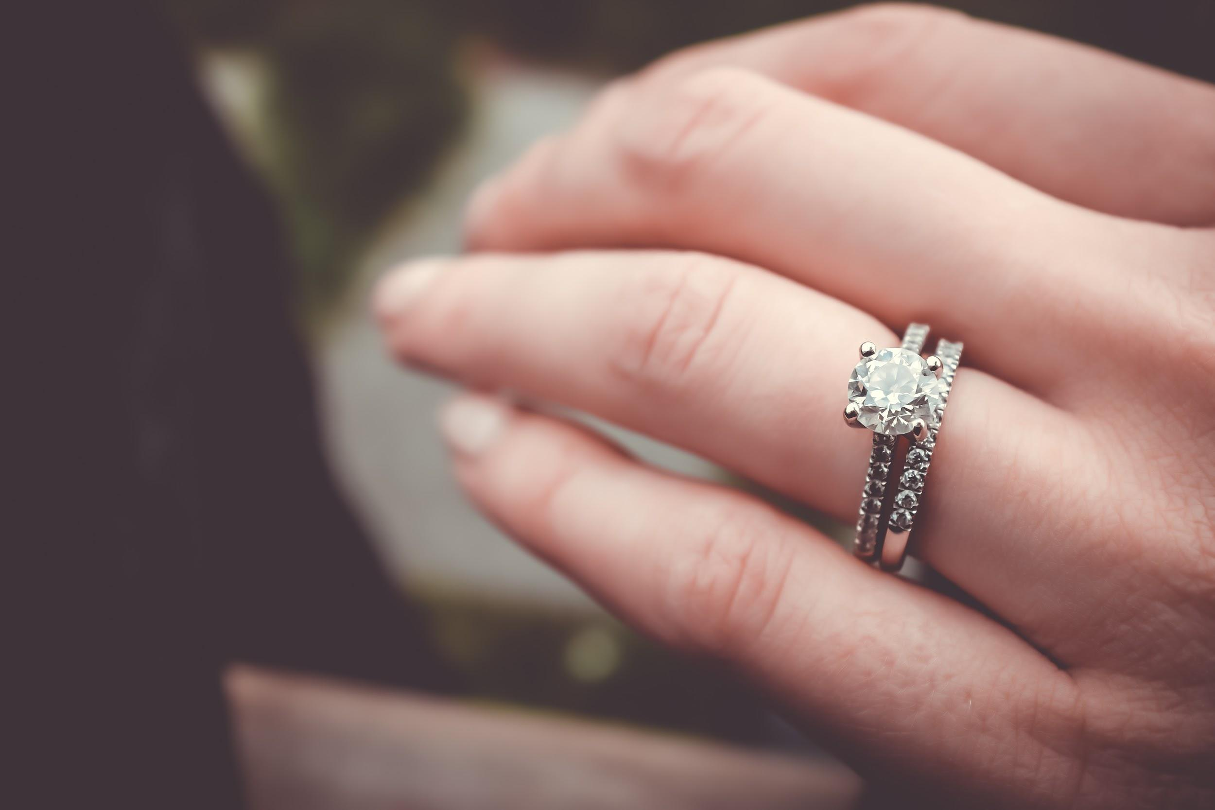 Discover Hidden Gems: Why You Should Opt For Vintage Jewels For Your Other Half