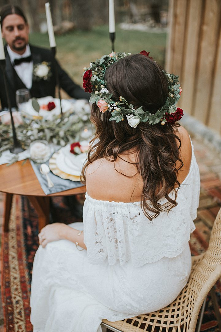Cosy Cabin Boho Inspiration with Rustic Details and Bright Blooms