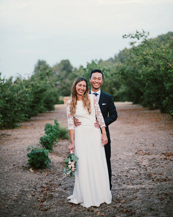 Elena and Ro's Laid Back Outdoor Spanish Wedding by Dos Mas En La Mesa