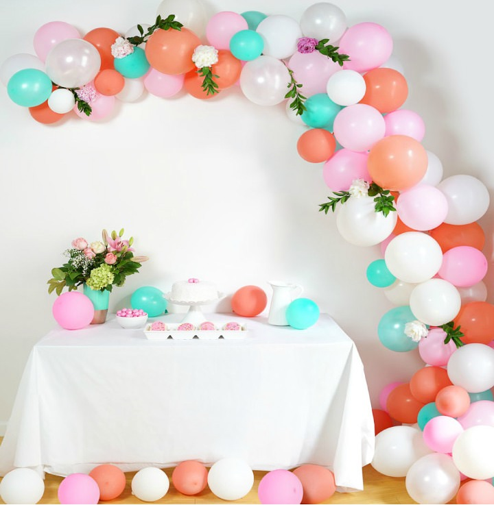 DIY Tutorial: How To Make A Super Stylish Balloon Arch