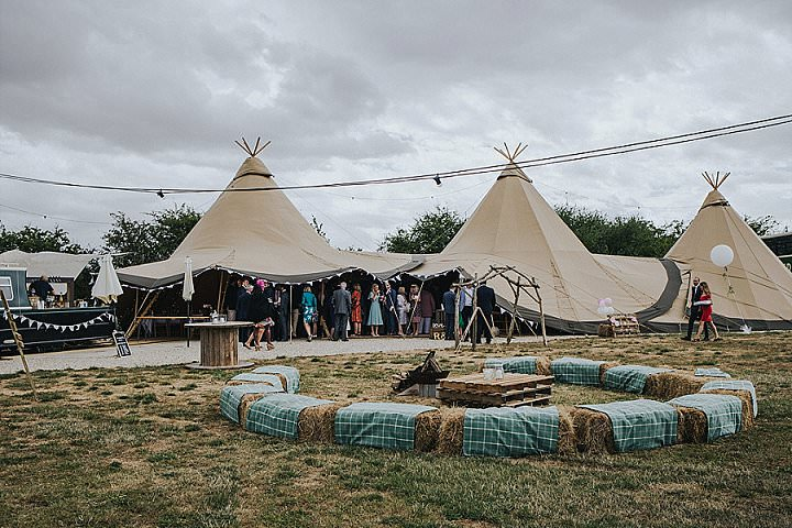 James and Rosie's Homespun Country Tipi Wedding in Oxfordshire by Eva Photography