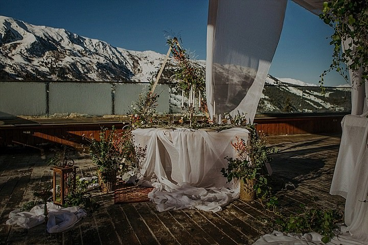 Laid Back Snow Filled Mountain Bohemian Wedding Inspiration