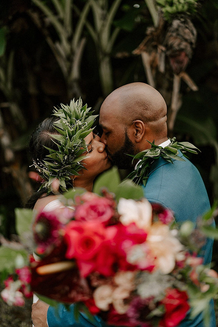 Kris and Chris's 'Coconuts, S'mores and Pizza' Intimate Wedding in Hawaii by Aloha Zoe Photography