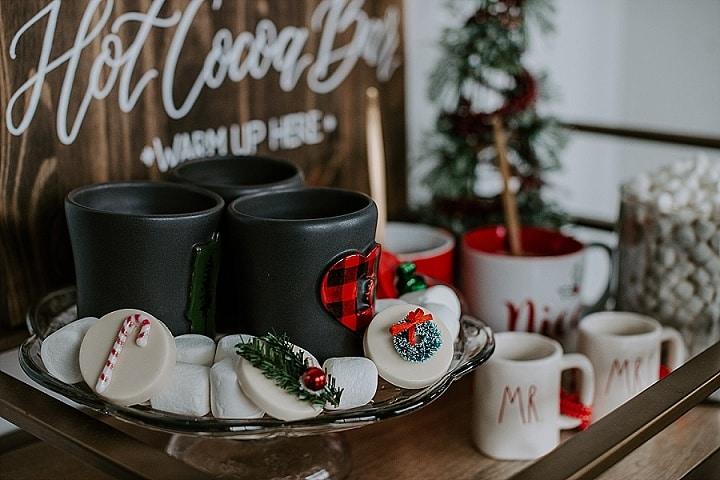 'Champagne and Hot Chocolate' Modern Christmas Wedding Inspiration