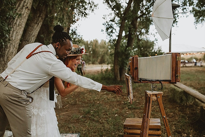 How to Create Your Own Wedding Photo Booth